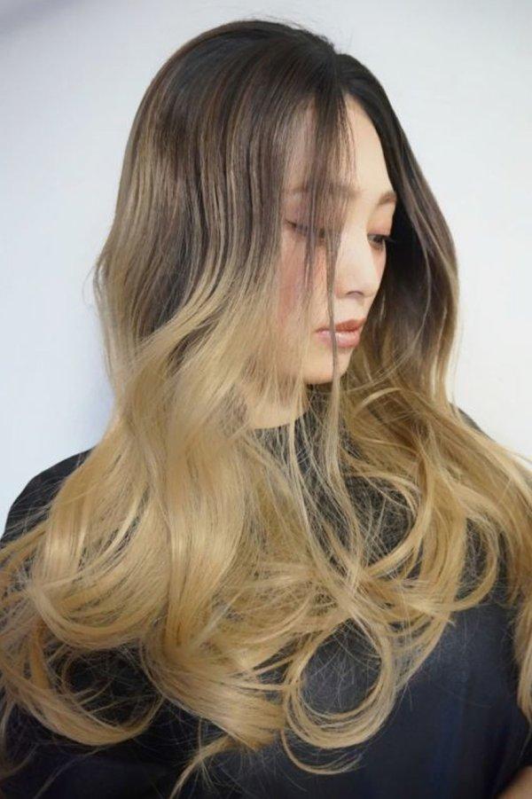 画像2: front lace wig☆ジェンダーレスウェーブロング【根元黒染め×アッシュゴールドグラデ】