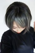 画像9: 幅広つむじ☆パーフェクト万能シルエットショートボブ【根元黒染め×ハイライトアッシュグレーメッシュ】